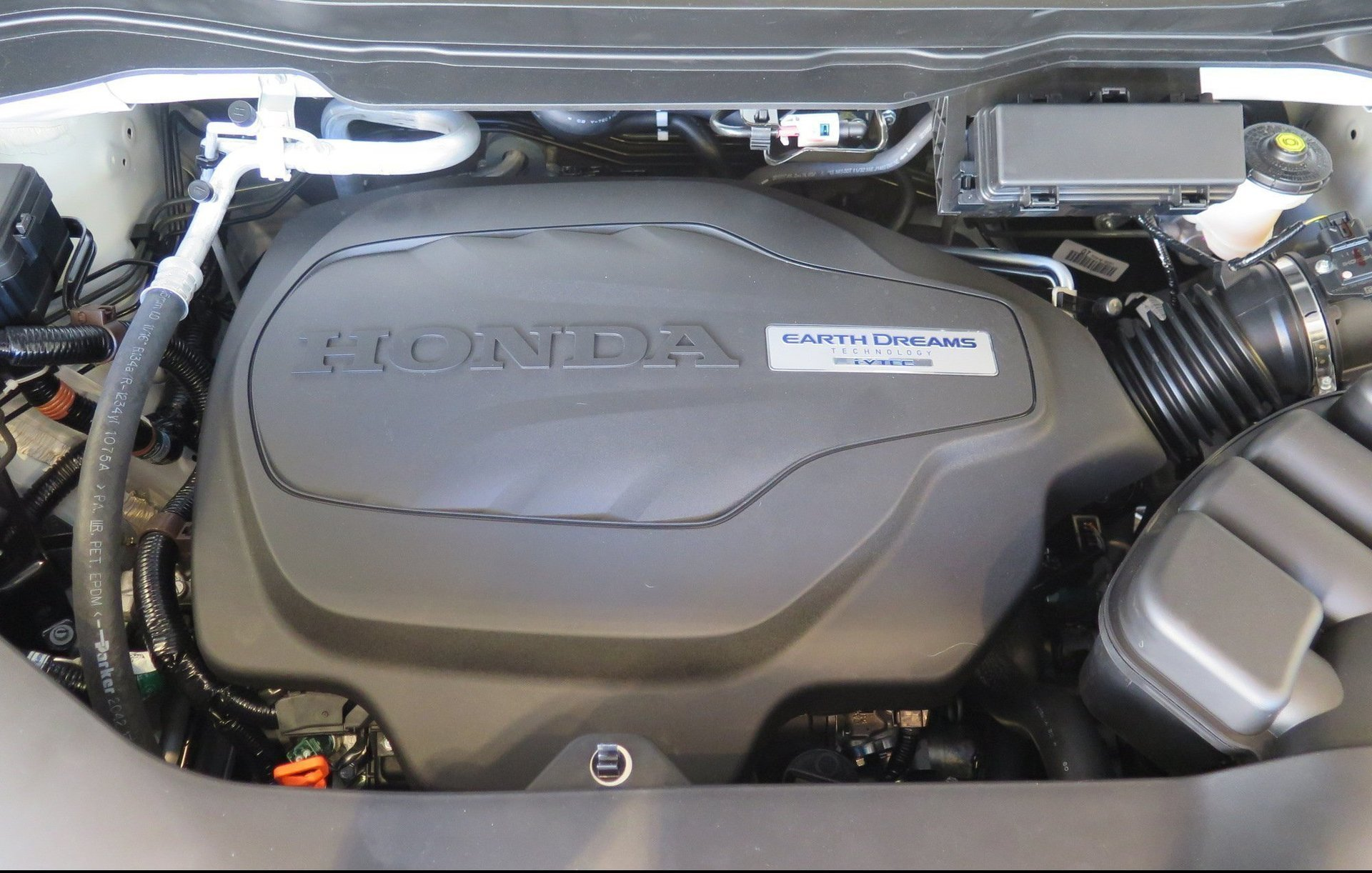 Moteur earthdreams technology i-vtec du nouveau Honda pilot 2016
